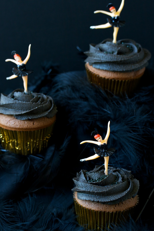 black swan cupcakes | movita beaucoup