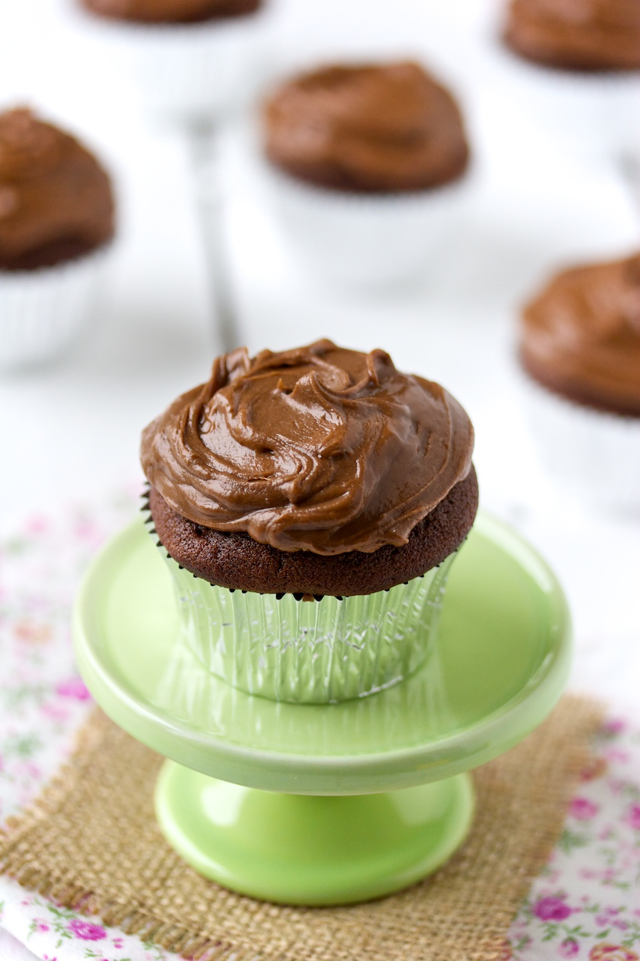 chocolate cupcakes with chocolate frosting | movita beaucoup