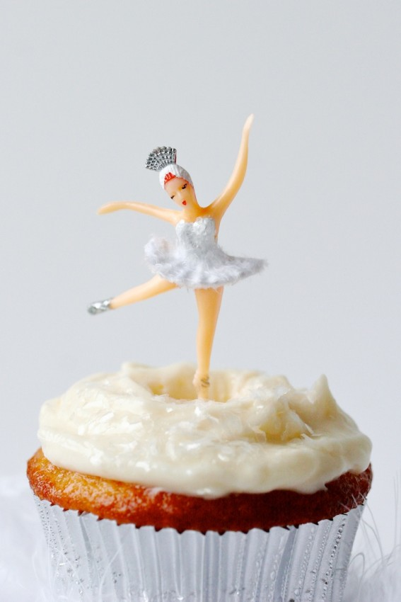 white swan cupcakes | movita beaucoup