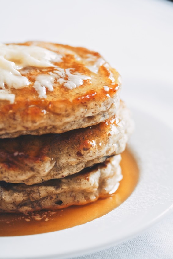 blueberry oat pancakes | movita beaucoup