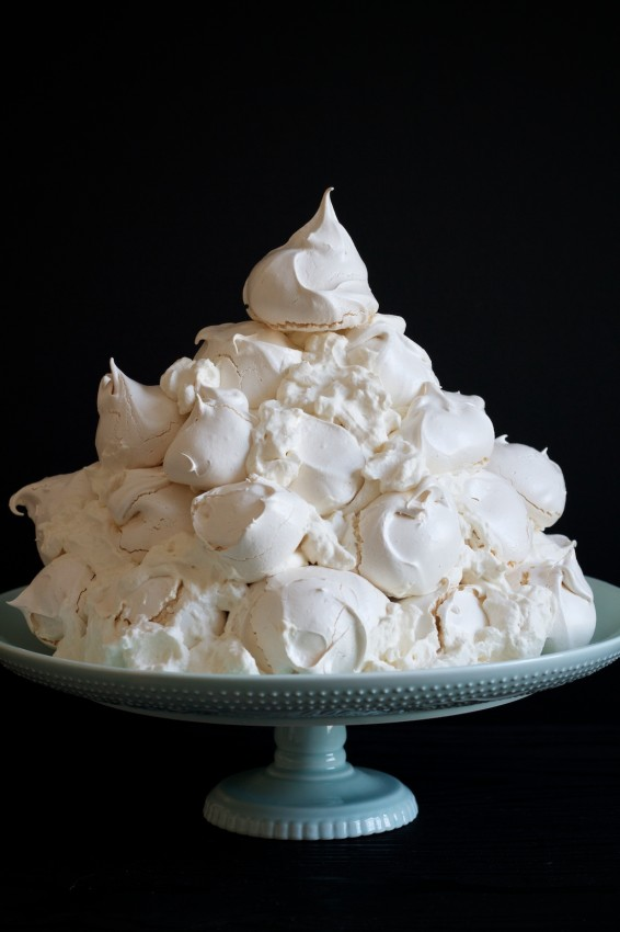 mountain of meringues | movita beaucoup
